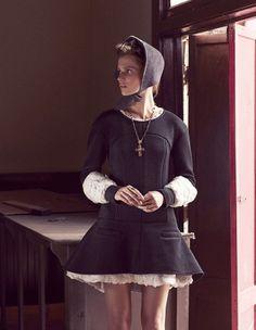 Leçon de style d'une cowgirl chic. © Nicolas Moore For Elle France January 2014 | Chanel black jersey and chiffon ruffled dress |  Ulyana Sergeenko Hat | Dolce & Gabbana Cross necklace
