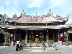 Close by the Taipei Confucius Temple is my favorite temple in Taipei. Known as the Dalongdong Baoan Temple, this complex has a history dating back over 250 years and is a wonderfully rich repository of Taiwan culture and folklore. #Taipei #Taiwan #Travel #Temple
