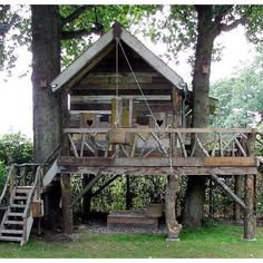little house for the kids. Hailey and Jaxon will have something to this extent! Backyard Fort, Backyard Playground, Outside Living, Outdoor Living, Treehouse Cabins, Treehouses, Tree House Designs, Backyard Projects, In The Tree