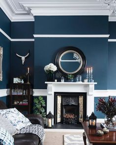 [New] The Best Home Decor (with Pictures) These are the 10 best home decor today. According to home decor experts, the 10 all-time best home decor. Navy Living Rooms, Home Living Room, Interior Design Living Room, Living Room Designs, Living Room Decor, Interior Livingroom, Dining Decor, Victorian Living Room, Living Room Inspiration