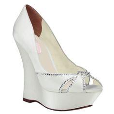 """Si buscas una pieza distinta, una wedge original, un modelo que rompa con todas las """"normas"""" del calzado nupcial….no lo dudes, CHERISH te va a encantar."""