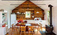 Arquitetura Sustentavel: Casal usa materiais reciclados para transformar ca...