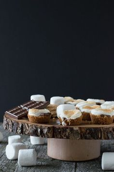 S'mores Bites - a twist on the classic dessert, make these little S'mores Bites in the oven! Making and enjoying s'mores is a summer classic. Yummy Treats, Delicious Desserts, Sweet Treats, Yummy Food, Cookie Recipes, Dessert Recipes, Desserts To Make, Baking Desserts, Classic Desserts