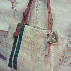 #Embroidery#stitch#needle work#hamp linen #프랑스자수#일산프랑스자수#자수#자수타그램#자수소품#햄프린넨#햄프린넨가방 #수를 놓지않았다~ 빈티지레이스와 브로치로 장식 ~💚