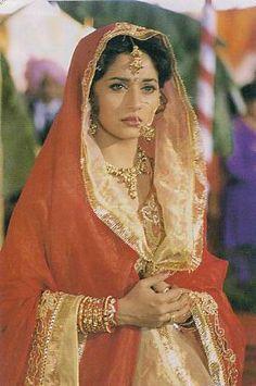 Bollywood Stars, Bollywood Fashion, Madhuri Dixit Hot, Indian Aesthetic, Bride Suit, Pakistani Dresses Casual, Vintage India, Vintage Bollywood, Beautiful Bollywood Actress