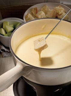 Swiss Cheese Fondue (The Best) Swiss Cheese Fondue (the ultimate) Recipes Best Fondue Recipe, Fondue Recipes, Cheese Recipes, Sauce Recipes, Cooking Recipes, Kabob Recipes, Copycat Recipes, Beef Recipes, Healthy Recipes