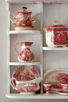 French country dishes in toile du Jouy pattern Vintage Dishes, Vintage China, Red And Pink, Red And White, Red Cottage, Shabby, White Dishes, Red Kitchen, Deco Table