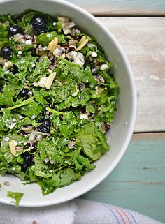 This Kale Wild Rice salad with blueberries gets better and better as it sits in the fridge making it perfect for your lunch box! #SadDeskLunch #sponsored