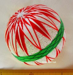 てまり「矢羽菊」白地、赤花、緑帯 手まり 手毬 手鞠|その他インテリア雑貨|てまり - ねこ|ハンドメイド通販・販売のCreema