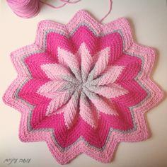 Trapillo T-shirt yarn Pinwheel pouf by OsaEinaim Crochet Mandala, Crochet Doilies, Crochet For Kids, Free Crochet, Crochet Potholder Patterns, Crochet Cushions, Pattern Pictures, T Shirt Yarn, Beautiful Crochet