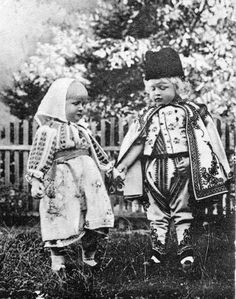 Queen Marie and King Ferdinand's two eldest children, Princess Elisabeth (left) and Prince Carol, in Romanian national dress. Romanian Royal Family, Queen Victoria Descendants, Elisabeth I, Central And Eastern Europe, Princess Alexandra, Queen Mary, Royal Weddings, Prince And Princess, Marie