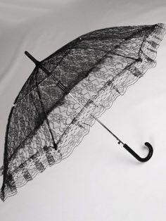 Remis en stock / Back in stock: Ombrelle en dentelle floral noire victorien gothique lolita  Prix: 17.90 #new #nouveau #japanattitude #umbrellas #ombrelles #et #parapluies #gothique #gothic #elegant #aristocrat #gothiclolita #victorien #victorian #aristocrate #lolita #femme #noir #ombrelle #dentelle #floral #noire #lolita