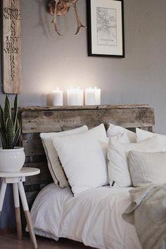 Rakennuslavasta tehty sängynpääty tuo sopivan rosoisen yksityiskohdan makuuhuoneen rentoon tyyliin.