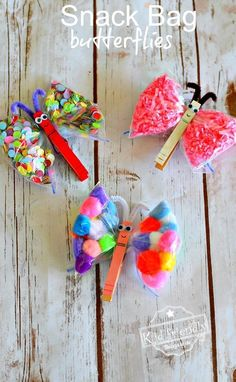 Make this easy butterfly craft with preschooler and kids with simple items from around the house. Perfect DIY butterfly craft for summer and spring - www.kidfriendlythingstodo.com #butterflycrafdt #toddlerbutterflycraft #butterflycraftpreschoolers #springcraft #summercraft #bugcraft #gardencraft #easybutterflycraft #diybutterflycraft