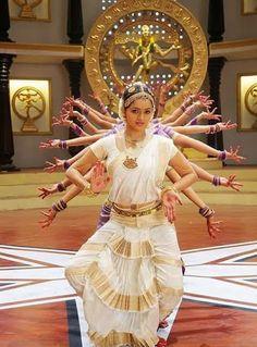 Incredible India - Like no other! Bhavana Menon, Indian Classical Dance, Classical Art, Folk Dance, Dance Art, India Culture, Indian People, Indian Bridal Fashion, Dance Photography