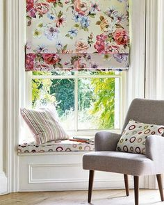 Roman blinds and window seat Blinds For Windows, Curtains With Blinds, Roman Blinds, Interior Windows, Window Coverings, Window Treatments, Motif Floral, Curtain Designs, Window Design