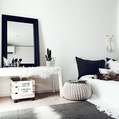 For kids spaces, think of useful and trendy pieces that kids can use as they grow older, such as bunk beds and bedroom storage furnishings. Asian Room, Simple Bedroom Design, Relaxation Room, Living Room Inspiration, Minimalist Home, House Rooms, My Room, Living Spaces, Bedroom Decor