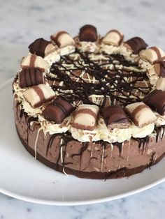 No-Bake Kinder Bueno Cheesecake bakingwithfliss No-Bake Kinder Bueno Cheesecake bakingwithfliss The post No-Bake Kinder Bueno Cheesecake bakingwithfliss appeared first on Kinder ideen. Fun Baking Recipes, Fun Easy Recipes, Sweet Recipes, Cake Recipes, Dessert Recipes, Desserts, Cheesecake Deserts, Cheescake Recipe, Chocolate Cheesecake