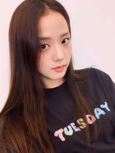 Kim Jennie, Blackpink Jisoo, Yg Entertainment, Black Pink ジス, Blackpink Photos, Blackpink Fashion, South Korean Girls, Kpop Girls, Girl Group