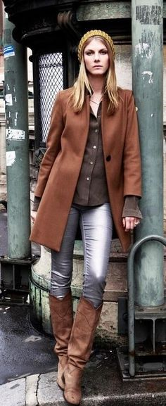 Love the low key feel of the metalic jeans when paired with brown worn in boots. Love it- nice change from the usual delicate sky high heals!