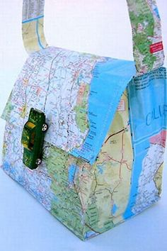 Map crafts and map craft ideas for kids, preschoolers and kindergarten. Crafts using maps for adults. DIY map projects for use by teachers and home school teachers. Easy to make crafts using old maps. Craft Projects, Sewing Projects, Sewing Tutorials, Tutorial Sewing, Craft Ideas, Map Crafts, Purse Tutorial, Diy Purse, Bag Making