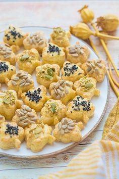 Imádunk sütni - Sokmagos falatkák Cookies, Cake, Desserts, Food, Crack Crackers, Tailgate Desserts, Deserts, Biscuits, Kuchen