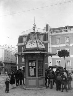 Quiosque no Largo da Estrela - 1909 Kiosk Design, In Vino Veritas, The Old Days, Portugal Travel, Amazing Destinations, Old Pictures, Time Travel, Portuguese, Big Ben