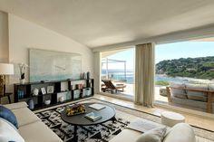 Large design living room with sliding glass door Villa, Paradise On Earth, Sliding Glass Door, Living Room Designs, Doors, Gallery, Luxury, Puertas, Roof Rack