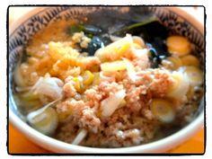 あるもので昼ごはん。 鶏挽肉としょうがのきいた出汁で食べるアツアツうどん。 - 14件のもぐもぐ - 鶏挽肉&ワカメうどん by 松浦有里