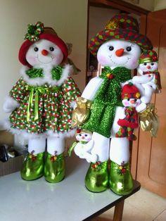 Muñecos Navidad. Felt Christmas Decorations, Christmas Snowman, Christmas Crafts, Christmas Ornaments, Holiday Decor, Snowman Crafts, Felt Crafts, Diy And Crafts, All Things Christmas
