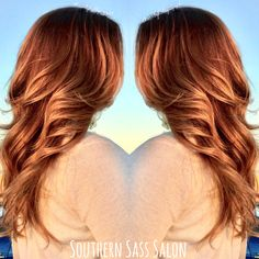 Each #balayage I create, I push myself to do better than my last balayage....each time I surprise myself. Every time I look at this pic, I can't believe this is my work. It's so #natural. As Jess walked thru the parking lot, she looked like a #moviestar rocking her new do! Schedule your next balayage #SouthRnSassSalon, a private #salonsuite in #tulsa. #hairbyhollyuzzel #salonsbyjctulsa #wella #olaplex #modernsalon #oklahomahair