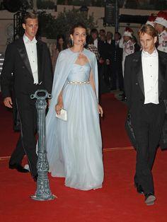 Vestidos de novia con capa #complementos #vestidos #capas #boda