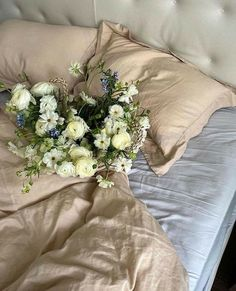 Mood, Summer, Style, Inspiration Daily Beige Aesthetic, Flower Aesthetic, Romantic Home Decor, Romantic Homes, Bloom Baby, Aesthetic Pictures, Enchanted, Floral Arrangements, Planting Flowers