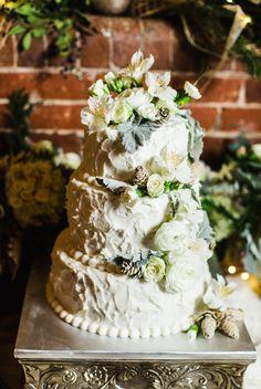 wedding cake with flowers | loray mills wedding | charlotte nc wedding photographer