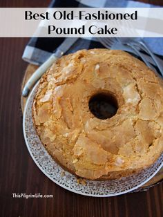 The best old-fashioned pound cake with a perfect, crumbly topping and sweet, tender crumb! Butter Pound Cake, Easy Pound Cake, Cream Cheese Pound Cake, Pound Cake Recipes, Easy Cake Recipes, Dessert Recipes, Old School Pound Cake Recipe, Best Pound Cake Recipe Ever, Almond Pound Cakes