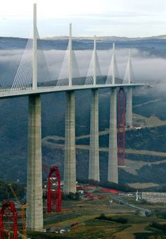 The amazing engineering Marvel in France. Виадук Мийо (Le Viaduc de Millau)