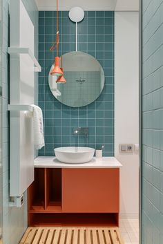 This modern bathroom has a vanity that features a built-in sink, and a white freestanding bathtub, that's positioned in front of the large floor-to-ceiling window. design color Best Modern Bathroom Design Ideas 2019 - Best Home Ideas and Inspiration Modern Bathroom Lighting, Modern Bathroom Design, Bathroom Interior Design, Modern Interior Design, Contemporary Bathrooms, Bathroom Designs, Bathroom Inspiration, Design Inspiration, Interiores Design