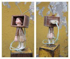 niña cabeza de tv
