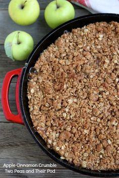 Apple Cinnamon Crumble Recipes Cinnamon-spiced apples are baked with a sweet brown sugar oat crumble topping in this simple dessert. It's great served warm with a scoop o. Brownie Desserts, Oreo Dessert, Mini Desserts, Coconut Dessert, Fall Desserts, Delicious Desserts, Dessert Recipes, Yummy Food, Apple Desserts