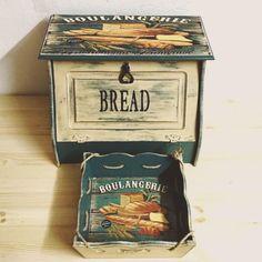 Ekmek kutusu ekmek saklama kutusu ve ekmek servis sepeti iki ürün birlikte satılmaktadır .. 318838
