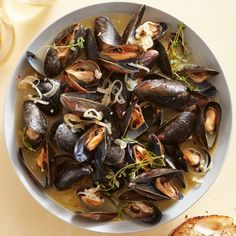 "Fast & Fresh Ideas"" from Rachael Ray Every Day, April Read it on the Texture app-unlimited access to top magazines. Grilled Mussels, Steamed Mussels, Beer Recipes, Seafood Recipes, Appetizer Recipes, Appetizers, Recipies, Dinner Recipes, Mussels Recipe Beer"