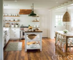 Inside a Connecticut Cottage with a Touch of California Cool via @cottagesgardens