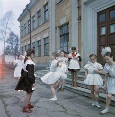 """vatnik-ivan: """" Soviet schoolgirls, somewhere between 1954 and 1964 """" Ukraine, Russian Culture, Russian Beauty, Vintage School, Vintage Beauty, Old Photos, Dame, Photography, 1950s Aesthetic"""