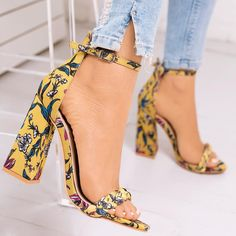 The Freshest Way To Upgrade Your Wardrobe... A Trendy Pair That Won't Go Unnoticed Tag Someone Who Would Love These! ✨♀️ •Heels: NEW GIRL•