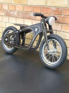 Zundapp Balance-bike, oldtimer style, bike for beginners - Fahrrad Wood Projects, Woodworking Projects, Wood Bike, Wooden Scooter, Balance Bike, Kids Bike, Pedal Cars, Go Kart, Wood Toys