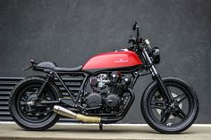 Honda CB cafe racer. I will have this. I will. A lady on a classic bike. Nothing better.