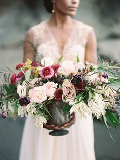 Ruby beach shoot with Anna Peters Photography and Florals by Sara Jane Camacho of Thatch Floral