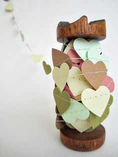 Paper hearts garland, perfect for decorating for a Valentine's Day party or dinner at home with that special someone! Paper Heart Garland, Bunting Garland, Ribbon Garland, Valentines Day Hearts, Be My Valentine, Diy Paper, Paper Crafting, Paper Hearts, Arts And Crafts