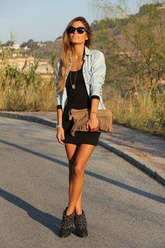 avec quoi porter une chemise en jean, look d'été avec un sac à main boho