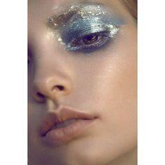 The most trendy metallic makeup looks